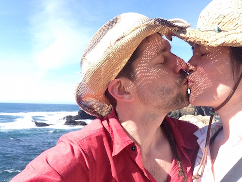 kiss at ocean